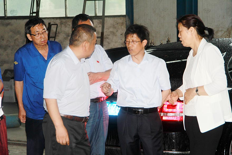 County Magistrate Inspect Henan Joinrise Company in the Rain